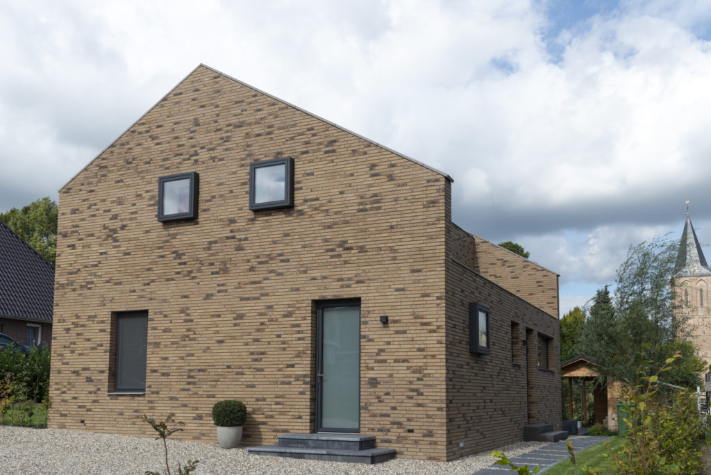 vrijstaande woning in baksteen - overhoeks straatzijde